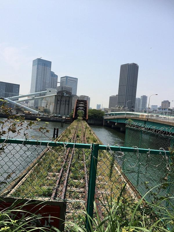 【廃線鉄道橋】豊洲、晴海間の春海橋。鉄橋部分はさびていますが、まだ立派な姿。
